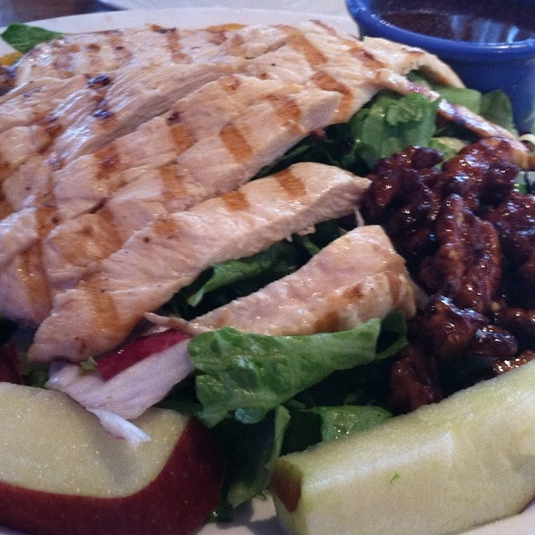 Grilled Chicken salad @ Baumgarts Cafe