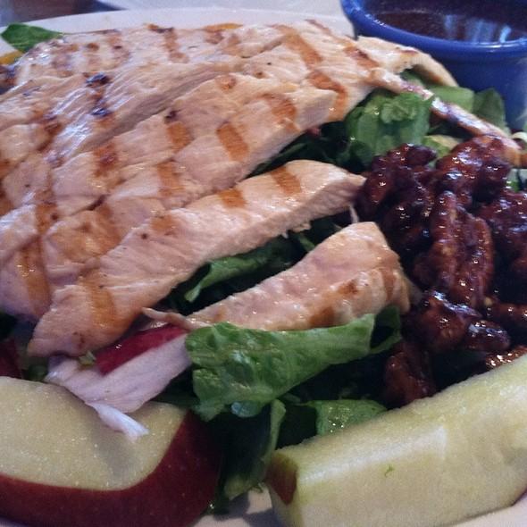 Grilled Chicken salad @ Baumgarts Cafe
