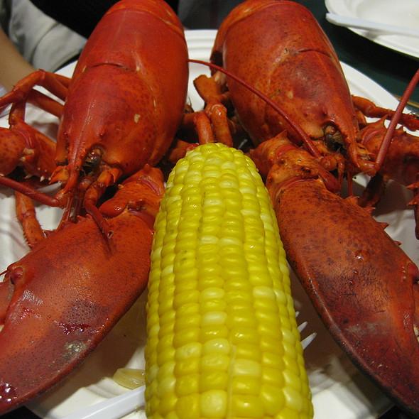 Lobsters @ Yankee Lobster