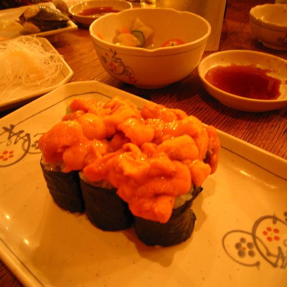 Sea Urchin Sushi @ トロ函