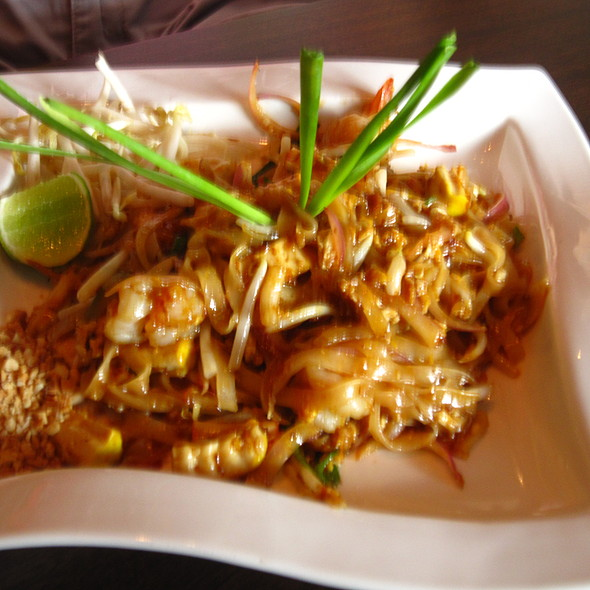Pad Thai @ Mango Tree