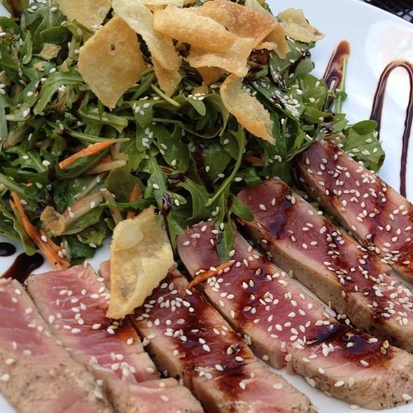 Ahi Tuna Salad @ Llama Tooth