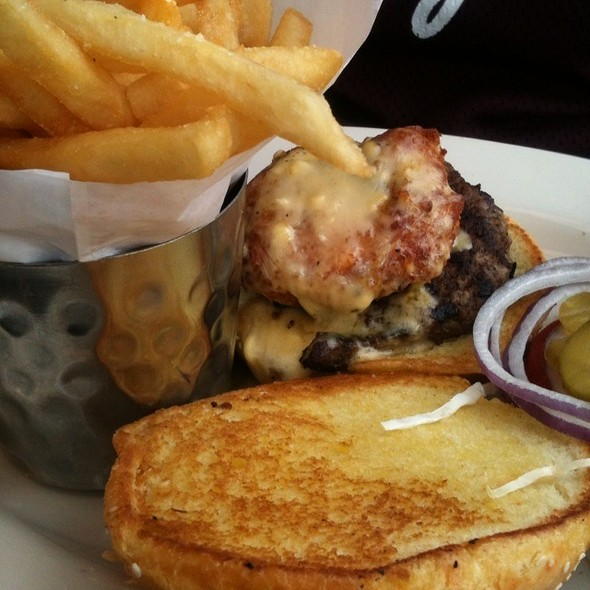 Fried Mac N Cheese Burger @ The Cheesecake Factory