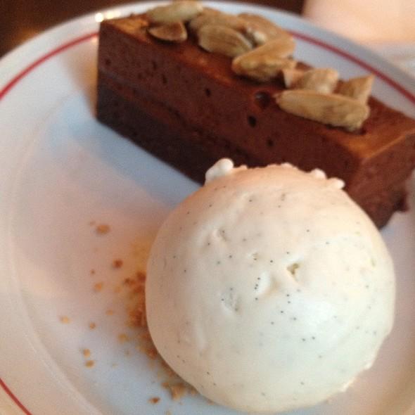 Vanilla Ice Cream & Chocolate Cake @ Mash Skovridderkroen