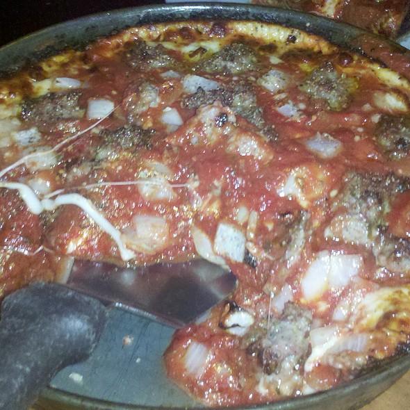 Deep Dish Pizza @ Pequod's Pizzeria