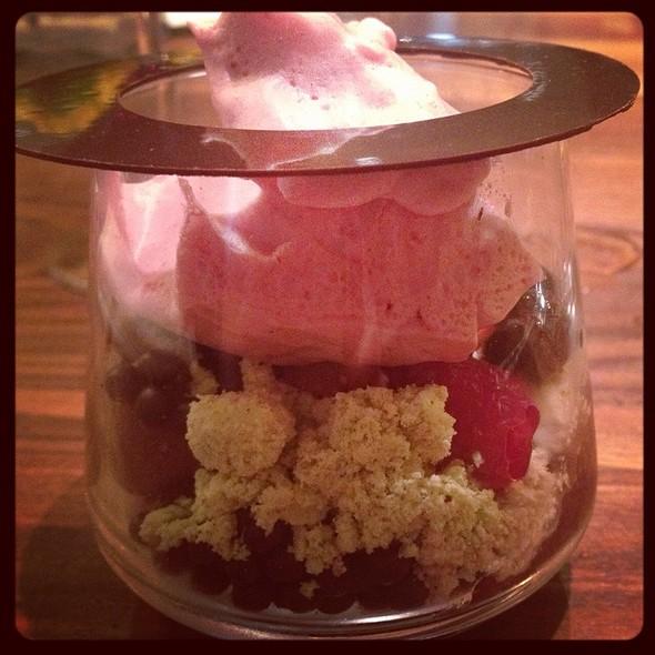 Strawberry And Chocolate Parfait @ Sustenio