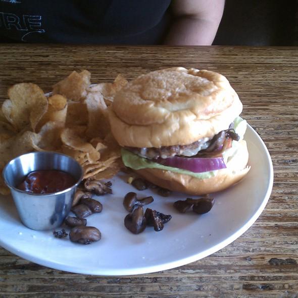Beaver Burger @ Beaver's