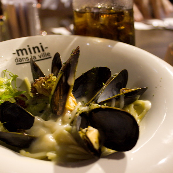 Spaghetti With Blue Mussels @ Mini Dans La Ville