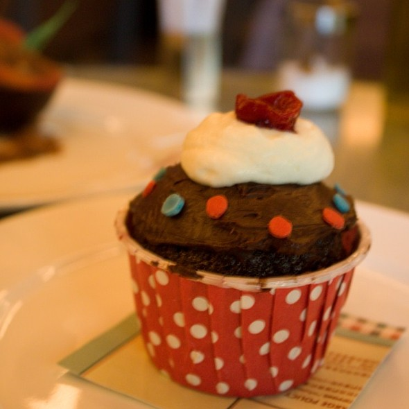 Raspberry Chocolate Cupcake @ Linguini Fini
