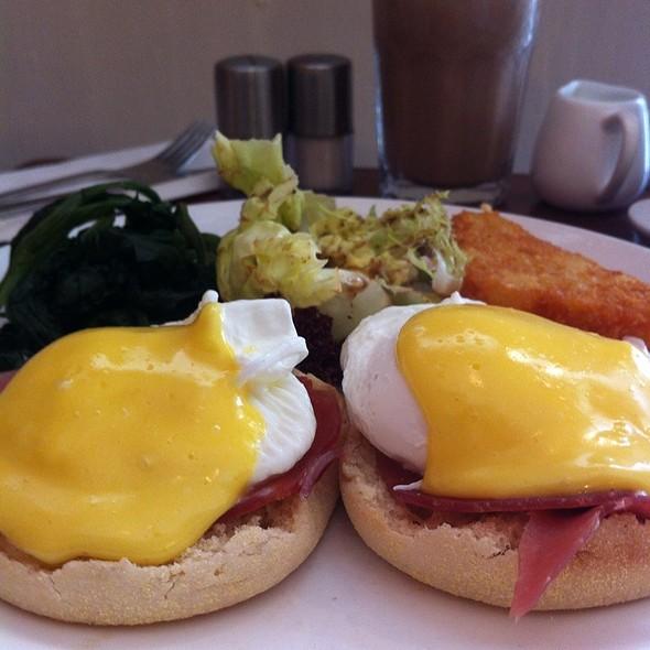 Eggs Benedict With Parma Ham @ Brunch Club