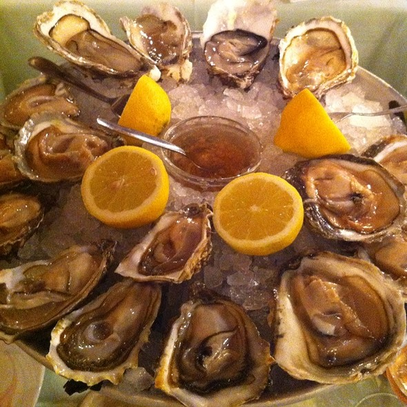 4 Types Of Oysters @ Austernkeller