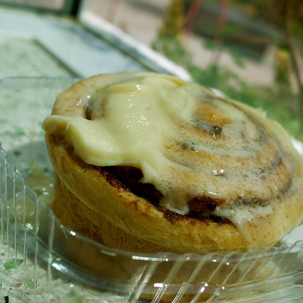 cinnamon roll @ Offshoots at The Gardens