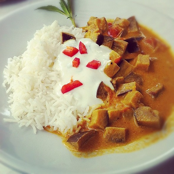 herrliches auberginen-curry  #lunch @ Kiki Genusslokal