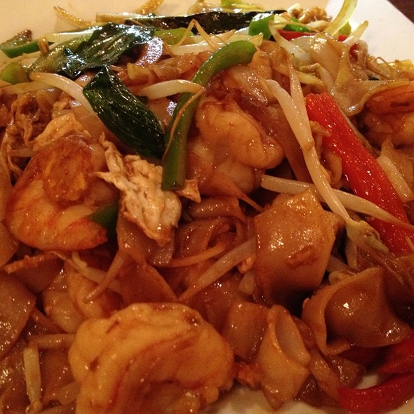 Thai Drunken Noodles with Seafood