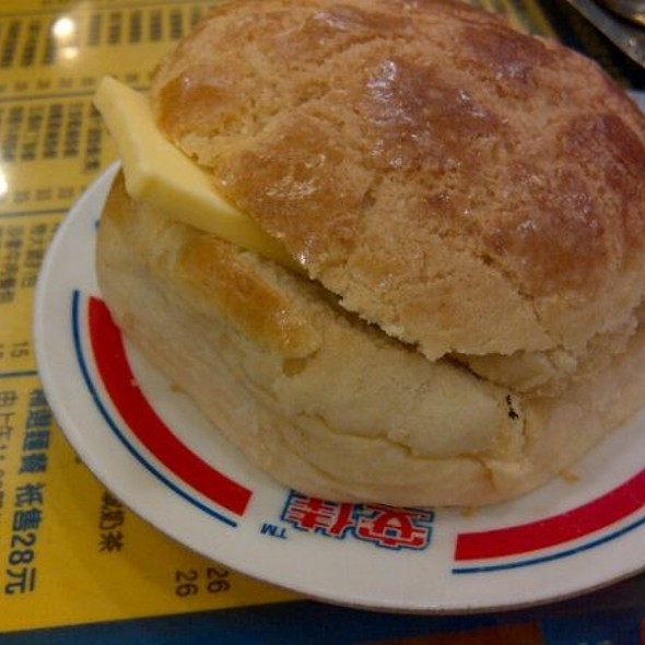 Pineapple Bun With Butter @ Kam Wah Cafe