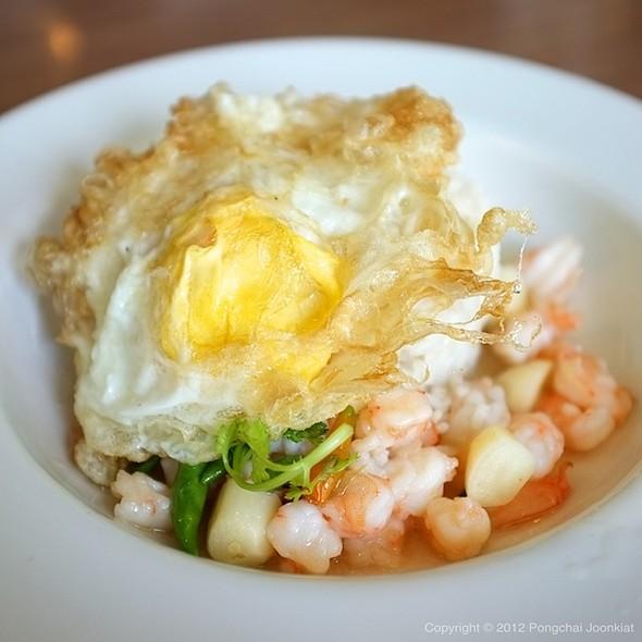 ข้าวหน้ากุ้งผัดพริกขี้หนูไข่ดาว | Rice with Prawns & Bird Chili Topped with Fried Egg @ S&P Restaurant