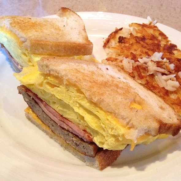 Breakfast Sandwich @ Atlantis Casino Resort Spa: Purple Parrot 24 Hour Restaurant