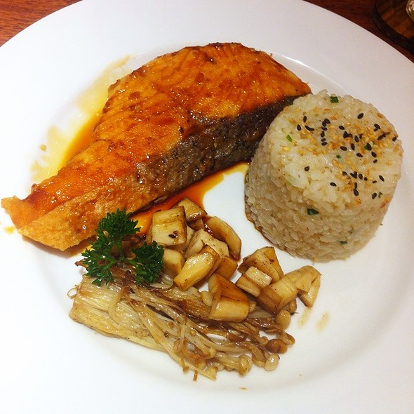 ข้าวแซลมอนเทอริยากิ | Salmon Teriyaki With Butter Rice @ On the table Tokyo Cafe l Central Ladpraw