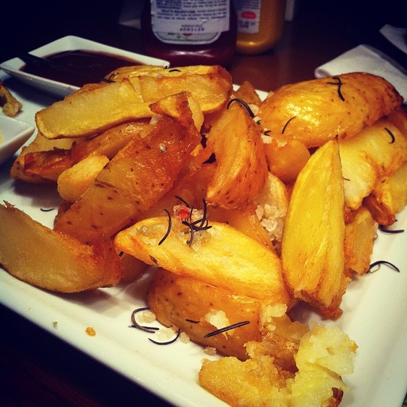Batatas Rústicas @ Black Pepper &CO