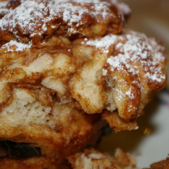 muffin cinnamon/apple/raisin/walnut @ City Bakery