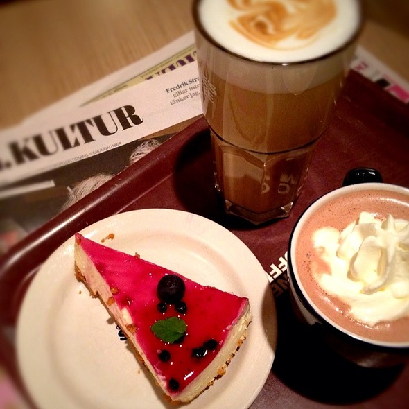 Desert And Coffe @ Wayne's Coffe