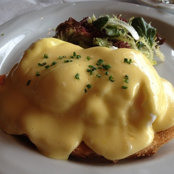 Smoked Salmon Eggs Benedict @ Betty's Kitchen