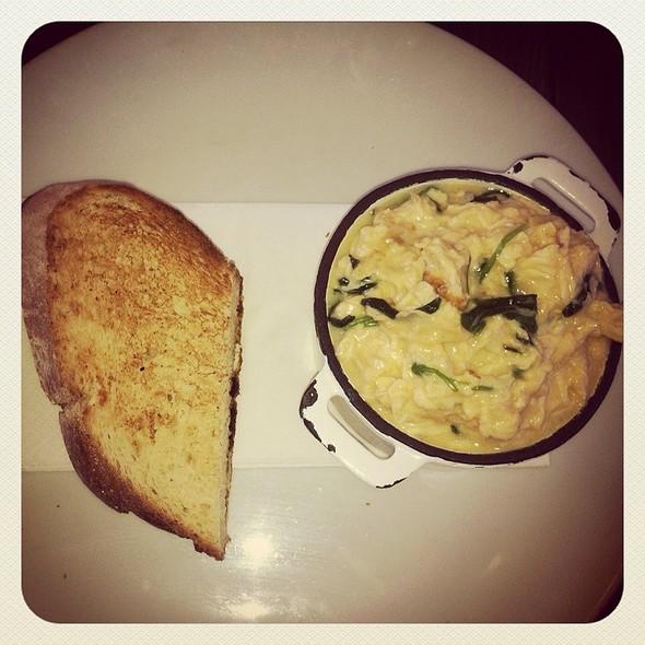 Spinach & Parmesan Scrambles Eggs