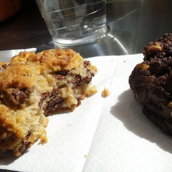 Dark Chocolate Peanut Butter Chip Cookies @ Levain Bakery