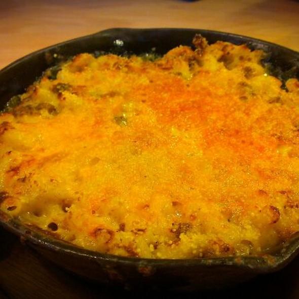 Cheeseburger & Mac n' Cheese @ Sarita's Macaroni & Cheese