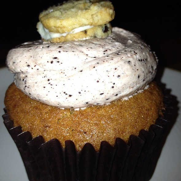 Cookie Monster Cupcake @ Buzz Bakery