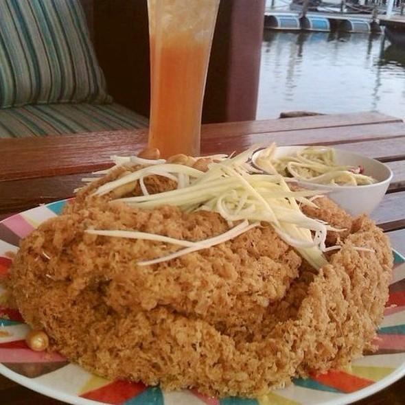 ยำปลาดุกฟู   Fried Fluffy Catfish Meat Served With Mango Salad @ Pair Ing Nam