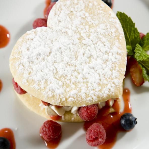 Cooking Lukewarm puff pastry with raspberries-admin @ Foodiamond