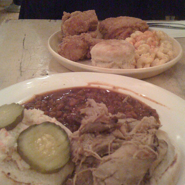 Barbecue @ Pies-N-Thighs