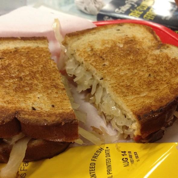 Reuben Sandwich @ Rosemary's Family Creamery