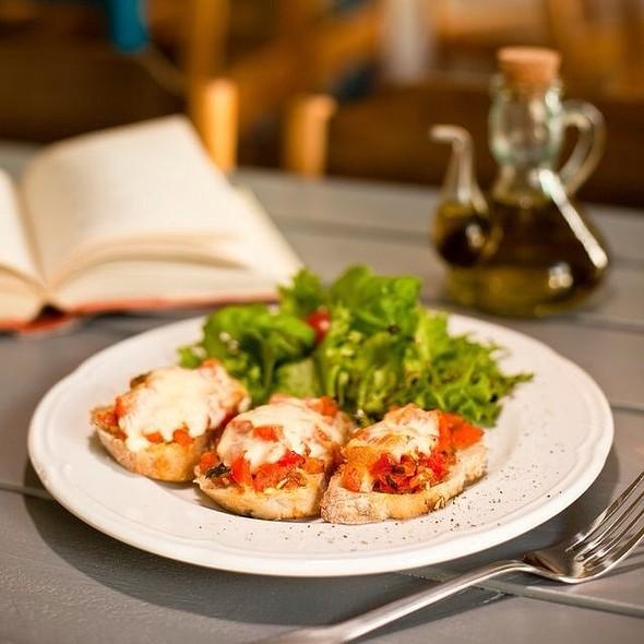 Bruchettas With Tomato And Mozzarella Or Goat Cheese