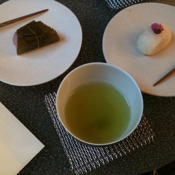 Green Tea With Small Sweet @ 茶 銀座 うおがし銘茶 銀座店
