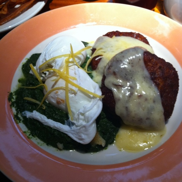 Poached Eggs, Spinach Puree & Potato Pancakes @ Elephant & Castle
