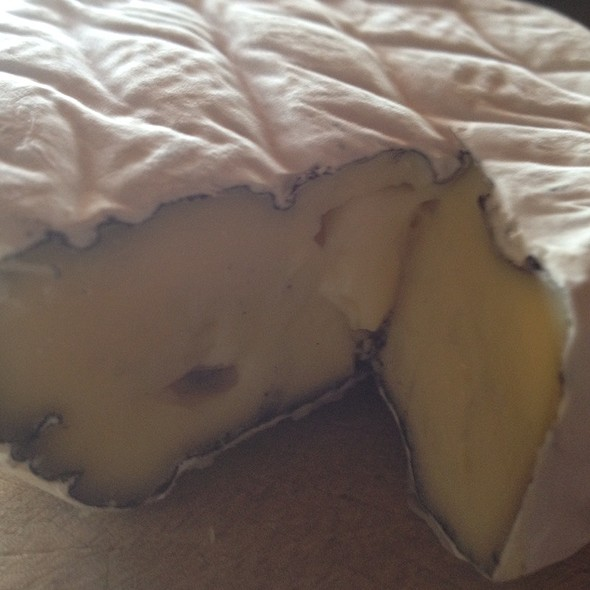 "King Island Dairy ""Discovery"" Ash Brie @ Beach House Cooking"