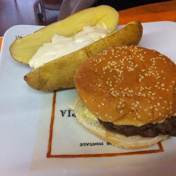 Hamburger E Patata Al Cartoccio @ Libreria Mangiaparole