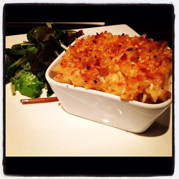 Three Cheese Macaroni And Cheese With Cracker Breadcrumbs @ The Living Room