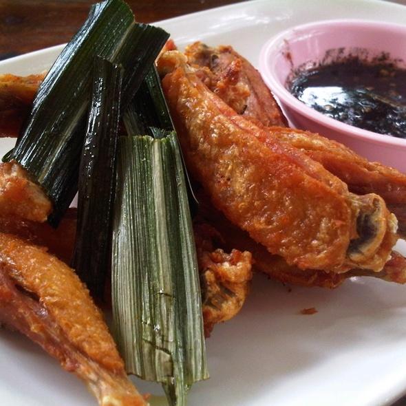 Deep Fried Chicken @ ก๋วยเตี๋ยวเรือนายหงอก บ้านสวน (Nai Ngok)