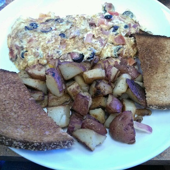 Corned Beef, Mushroom,  And Tomato Omelette  @ Bajis' Down the Street Cafe