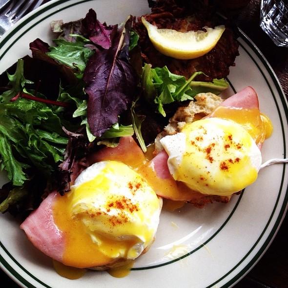 Eggs Benedict @ Beco