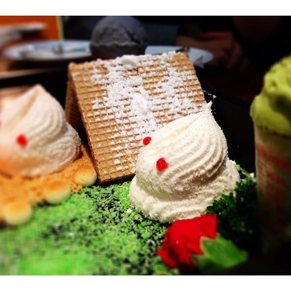 """Totoro"" marshmallow  @ Chefs Gallery"