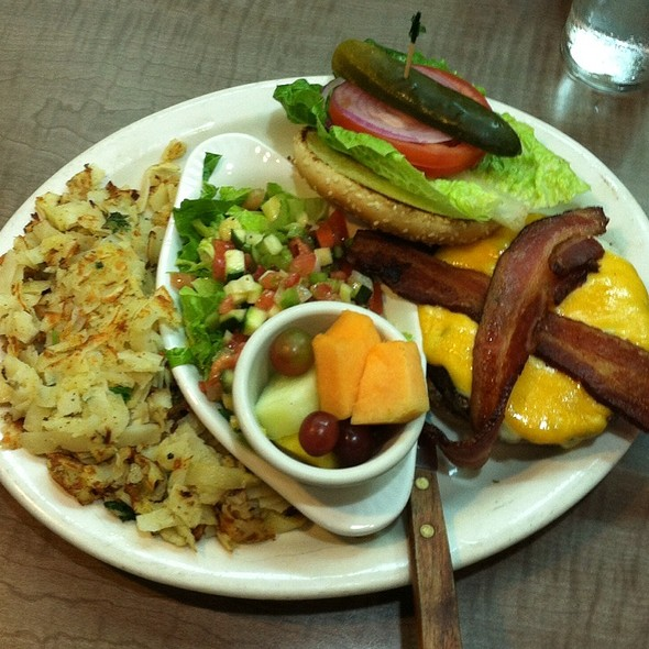Bacon Cheeseburger @ Rick's Cafe'