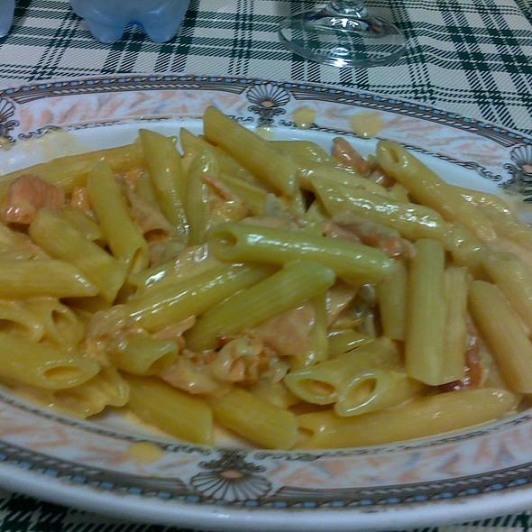 Penne al salmone @ Pizzeria Quarto Oggiaro