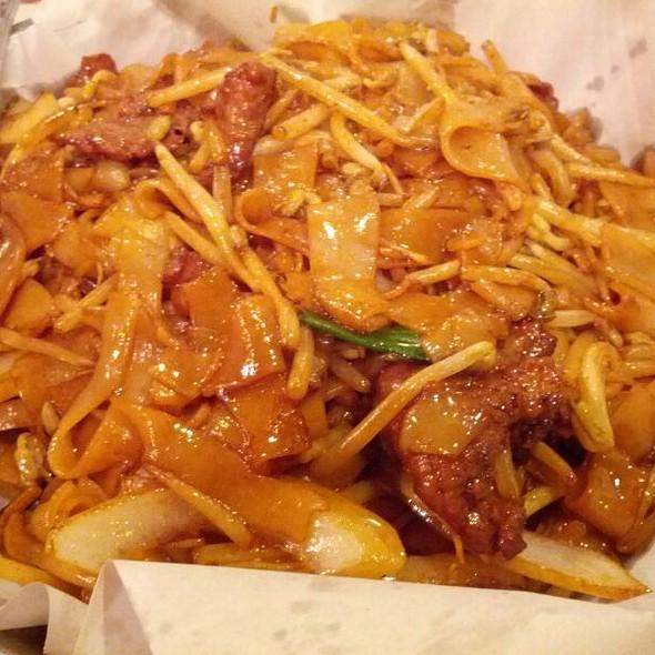 Beef Chow Fun @ Congee Village