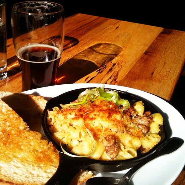 Mac and Cheese @ 10 Barrel Brewing Company