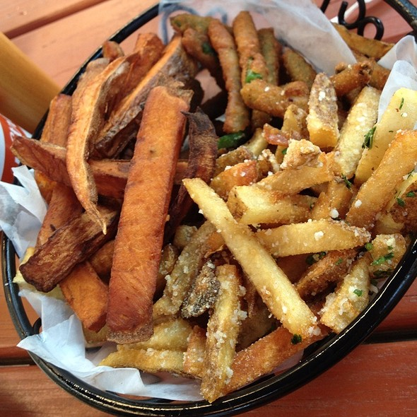 Sidekick Sampler With Sweet Potato, Green Bean And Pecorino-Garlic Fries @ Burger Bar & Bistro