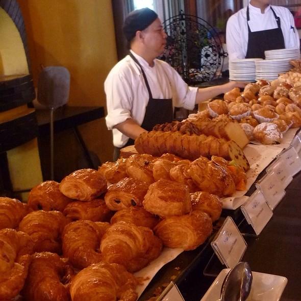 Breakfast @ Cafe Mozu